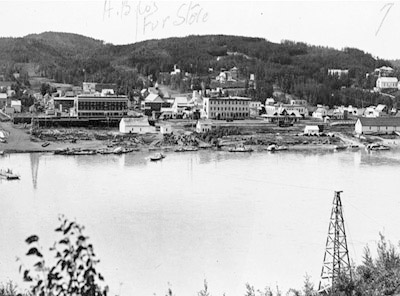 The commercial core of Athabasca Landing in 1912.