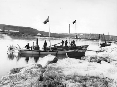 Klondikers preparing to leave for the Yukon gold fields